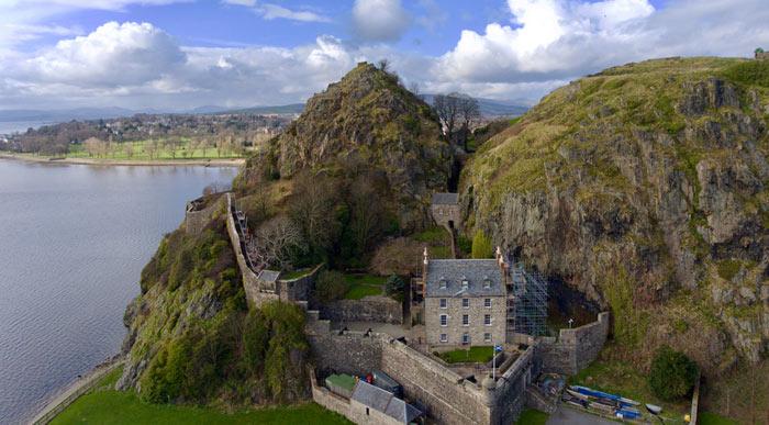 Dumbarton Castle (Shutterstock, TreasureGalore)