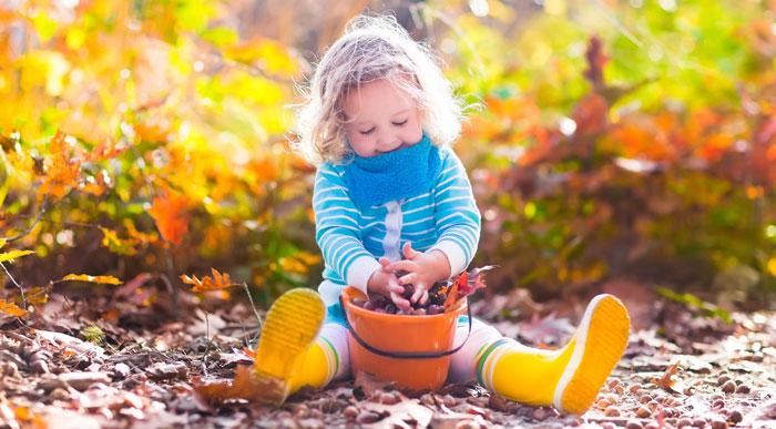 Girl-playing-outside-(shutterstock_Famveld)