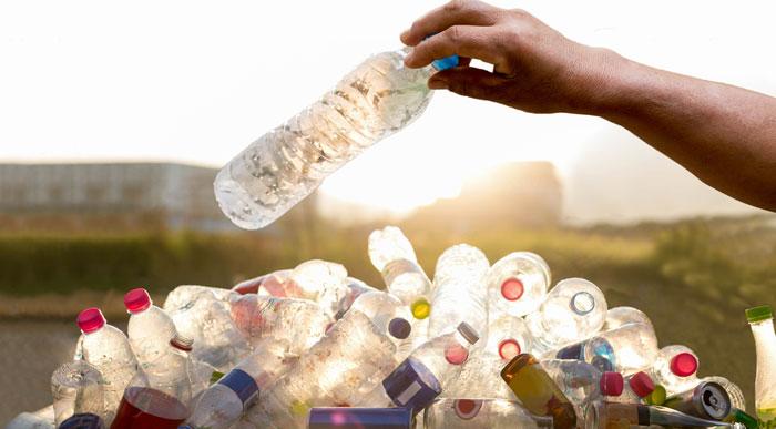 Plastic-Bottles (Shutterstock, Bignai)
