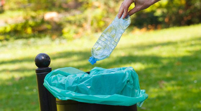 Throwing-away-litter (Shutterstock, ratmaner)