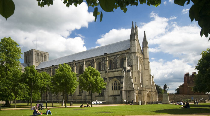 Winchester-Cathedral (Shutterstock, Richard Melichar)