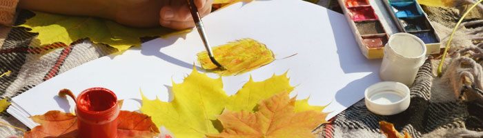 Girl painting leaves (Shutterstock, AnnyStudio)