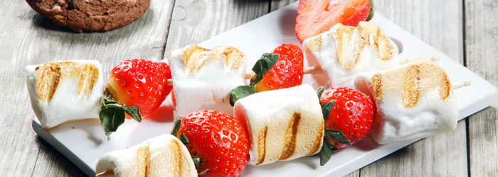 Marshmallow skewers (Shutterstock, stockcreations)