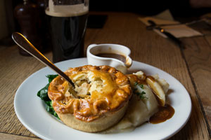 Pie and pint (shutterstock, littlenySTOCK)