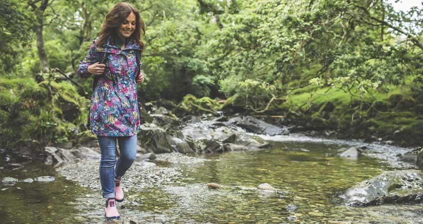 River-Colwyn-running-throug