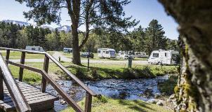 Riverside-camping-at-Glenmo
