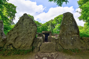 Wayland's smithy long barrow (shutterstock, Steve Simmons UK)